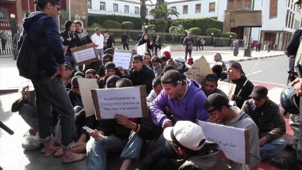 بغاو الوظيفة.. المكفوفون حاملو الشواهد العليا ينزلون للاحتجاج في الشوارع