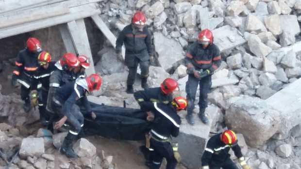 فاجعة عين البرجة فكازا.. تفاصيل وفاة عاملين تحت الأنقاض! (صور)