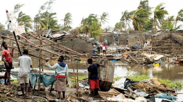 """تضم خياما وأغطية ومواد غذائية.. الملك يأمر بإرسال نحو 40 طنا إلى ضحايا إعصار """"إيداي"""" في الموزمبيق"""