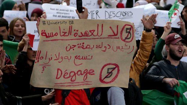 الحكومة المغربية عن المظاهرات في الجزائر: لا تعليق!