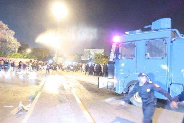 بالصور من مراكش.. إصابات وإغماءات أثناء تدخل أمني لفض اعتصام لأساتذة الكونطرا