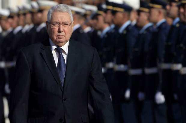 """الجزائر..البرلمان سينصب رئيسا مؤقتا والشعب يريد رحيل """"الباءات الثلاث"""""""