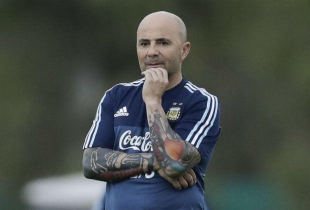إسبانيا.. مدرب المنتخب الأرجنتيني يتعرض إلى حادثة سير
