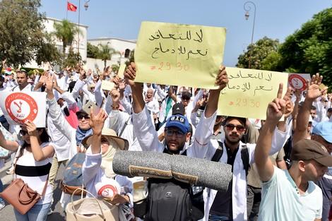الأساتذة المتعاقدين.. الحكومة تنفي إحالة الملف على وزارة الداخلية