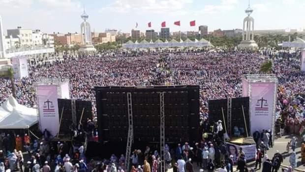 """حشد الآلاف في ساحة المشور في لقاء لبركة.. ولد الرشيد يستعرض عضلاته """"السياسية"""" في الصحراء (صور)"""
