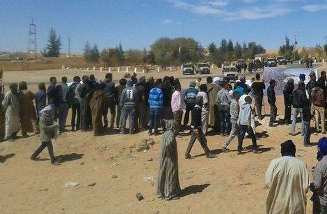 بعد تشديد الحصار على الساكنة.. احتجاجات داخل مخيمات تندوف