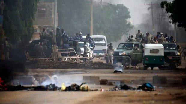 بالصور من السودان.. قتلى في محاولة فض اعتصام بالقوة
