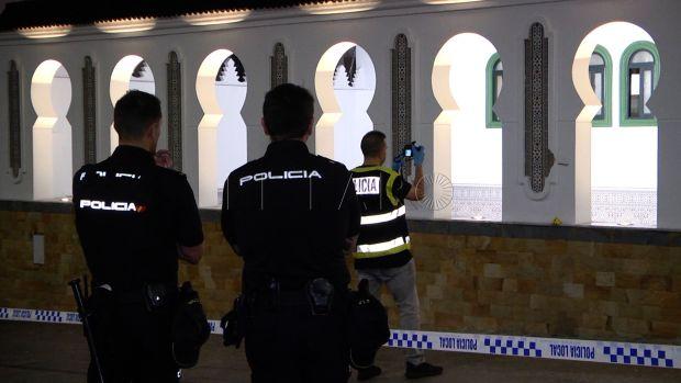 بالصور والفيديو.. إطلاق الرصاص على مسجد في مدينة سبتة المحتلة