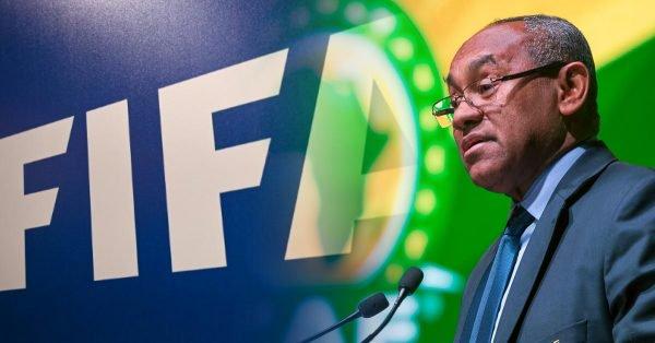 طالب السلطات الفرنسية بمعلومات حول التحقيق.. الفيفا يدخل على خطأ استجواب رئيس الكاف