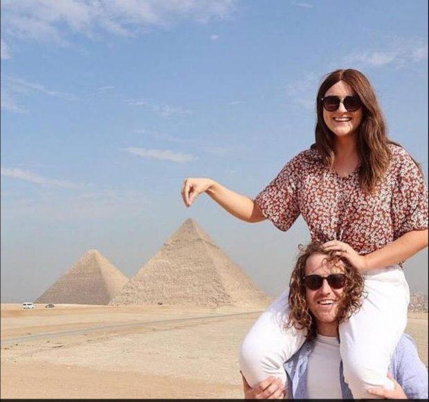 بسبب الحنا.. سائحة أسترالية في مصر تتعرض إلى تشوهات في يدها (صور)