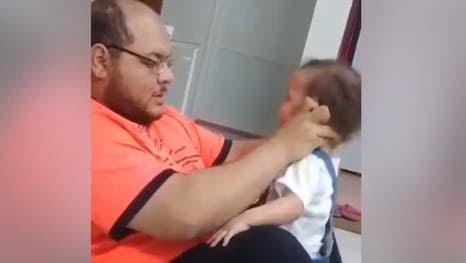 في السعودية.. إلقاء القبض على معذب طفلته!