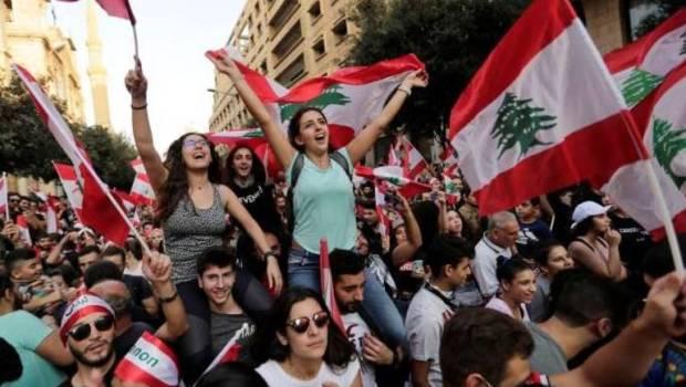 لليوم ال10.. استمرار المظاهرات في لبنان والمحتجون يقطعون الطرقات