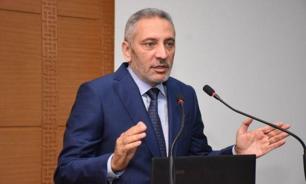هدد بتمزيق اتفاقية التبادل الحر في حال استمرار المشاكل.. العلمي حمر عينيه في تركيا