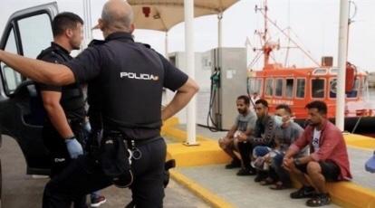 بوثائق سفر مزورة.. إيقاف شبكة من 47 شخصا هربت مغاربة بين جبل طارق وإسبانيا