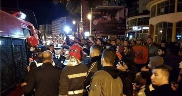 كانو كيحتافلو براس العام.. مصرع شخصين في حريق بأحد مقاهي طنجة (صور وفيديو)