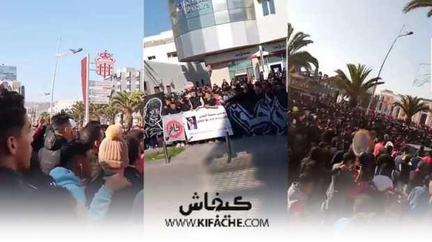 رغم توضيحات فاخر.. مجموعة من مشجعي حسنية أكادير يحتجون أمام مقر النادي (صور)