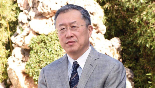 """كورونا والإنسانية.. السفير الصيني في المغرب يندد بـ""""الميز العنصري"""""""