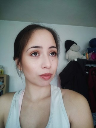 Neutral and natural makeup look