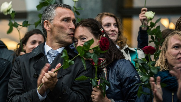Prime minister Jens Stoltenberg kissing his wife on the memorial cermony of the 22.7 victims.