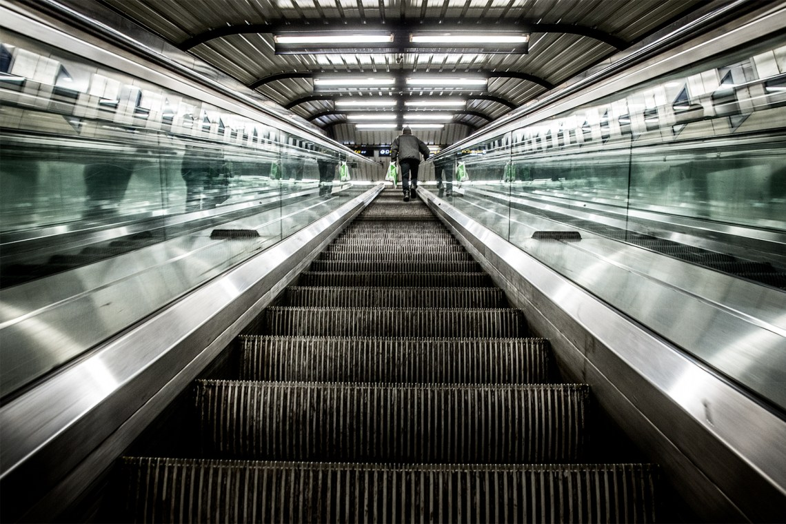 365 – 25 –Stortinget subwaystation
