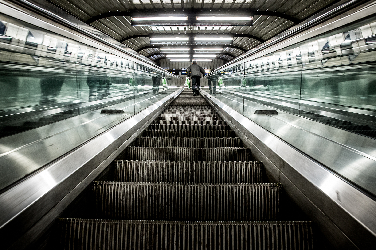 365 – 25 –Stortinget subwaystation