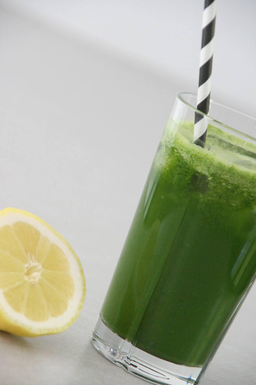 Påskrift på grøn grønsagsjuice