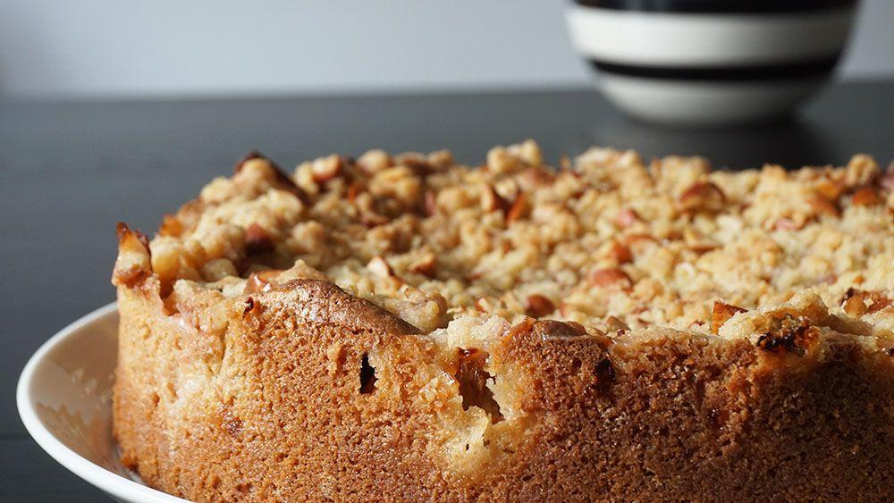 opskrift på lækker kage med æble og rabarber
