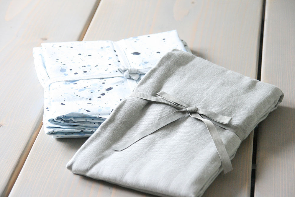Soft gallery splashy sengetøj og gråt babysvøb fra cam cam - Dreamsforkids.dk
