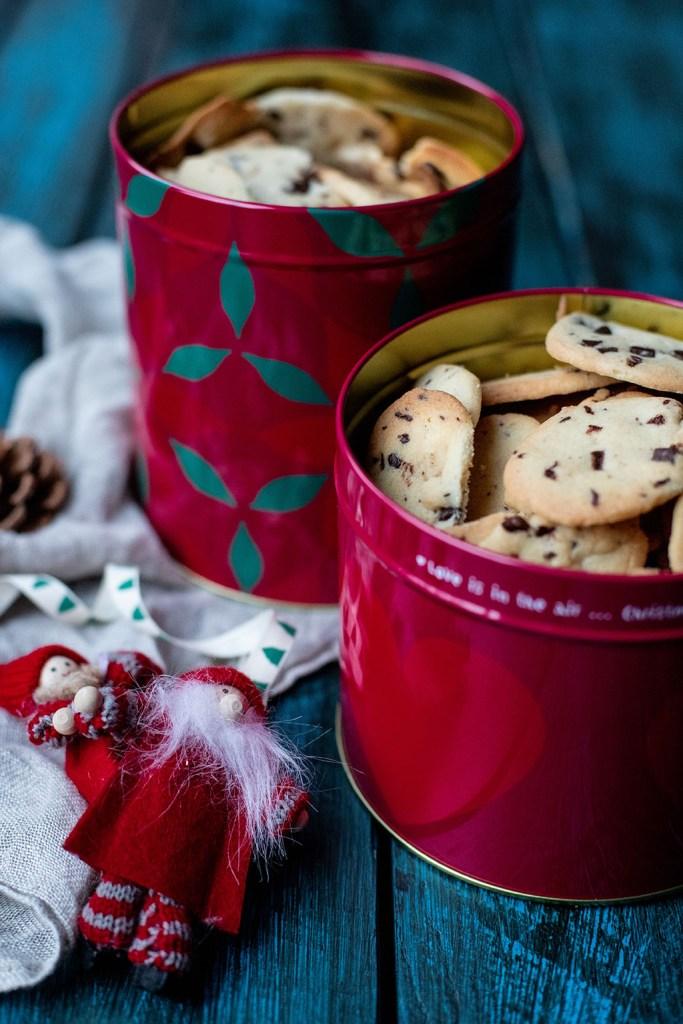 Opskrift på lækre småkager med chokoladestykker