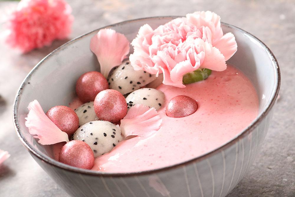opskrift på lækker smoothie bowl - smoothie i skål