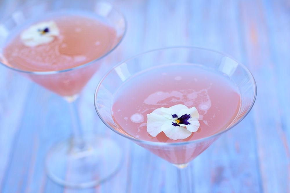 Opskrift på Rabarber og hyldeblomst martini