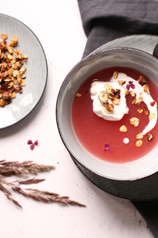 Smagsgod, farvefin og syndig rabarbergrød på den sunde måde