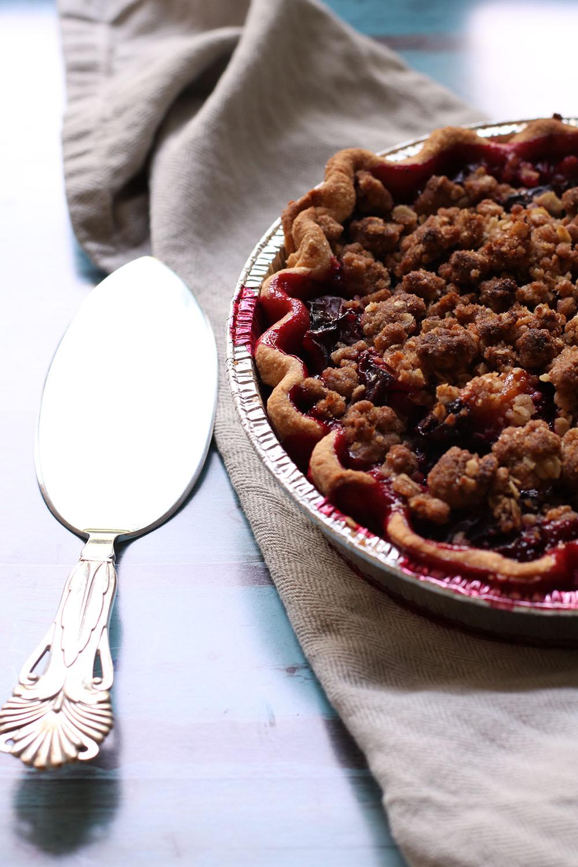 Syndig opskrift på sprød blommetærte med crumble