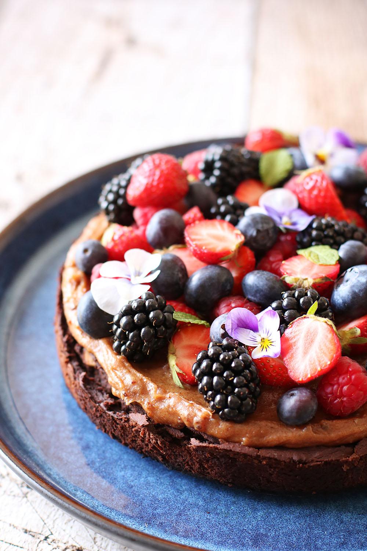 Opskrift på sundere brownie med lækker topping