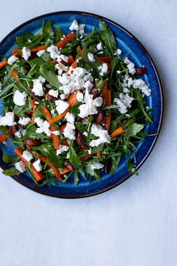 nem opskrift på salat med bagte gulerødder