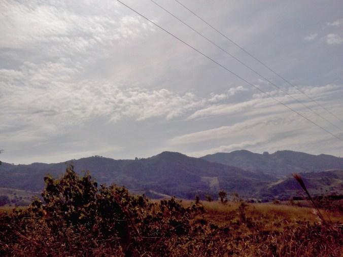 Estrada que liga Pinhal a Gonçalves: paisagens sempre exuberantes.
