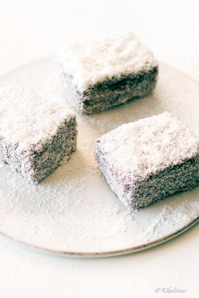 Chocolate & Coconut Moist Cake_ Pão de Ló Húmido com Chocolate e Coco (Cachada) - via kikalicious.com - #Chocolate #SpongeCake #Coconut-21