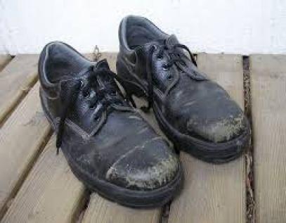 ボロボロ安全靴画像