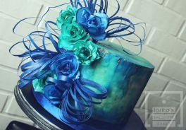 Plava cvjetna torta
