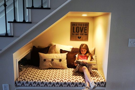 12-home-decor-ideas-for-under-stairs