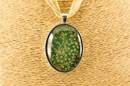 oval-silver-morris-pendant