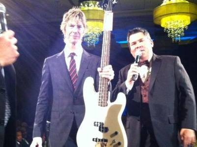 Duff helps me sell his Guns N' Roses guitar