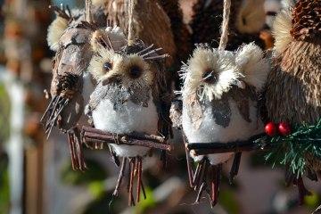 gufetti in legno natalizi ai mercatini di natale di bressanone
