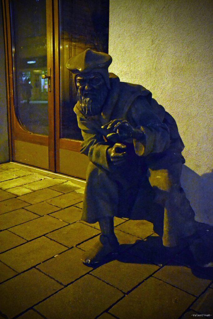 la statua del misterioso alchimista di bratislava
