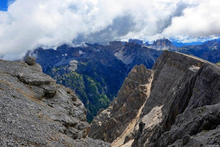 precipizi, gole e panorami incredibili di montagna dal picco di vallandro