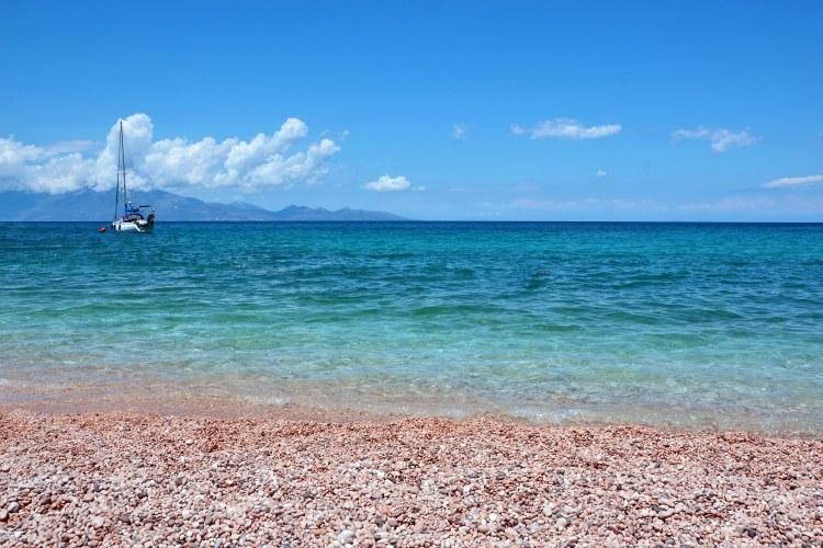 Undici spiagge imperdibili sull'isola di Zacinto: mare caraibico a makris gialos, con cefalonia di fronte