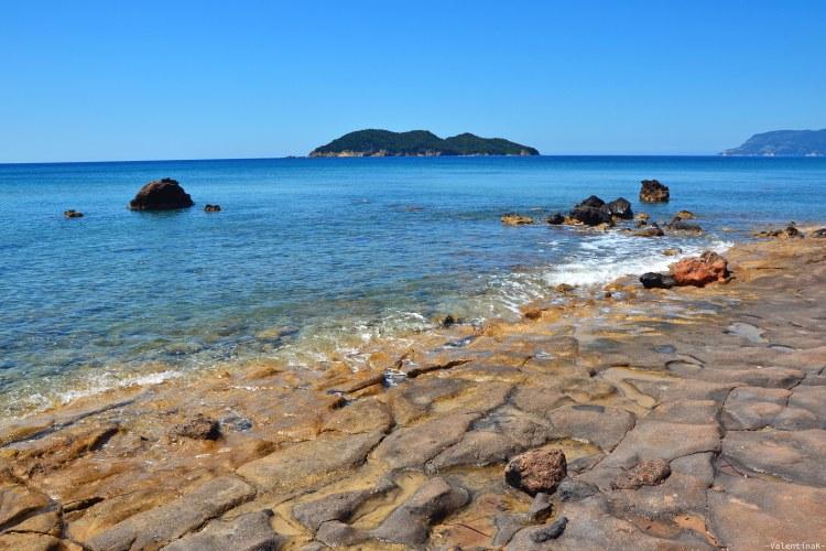 Undici spiagge imperdibili sull'isola di Zacinto: rocce levigate dal mare a dafni beach
