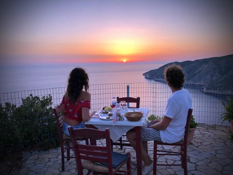 dove mangiare a zacinto: la taverna panorama con bellissimo tramonto