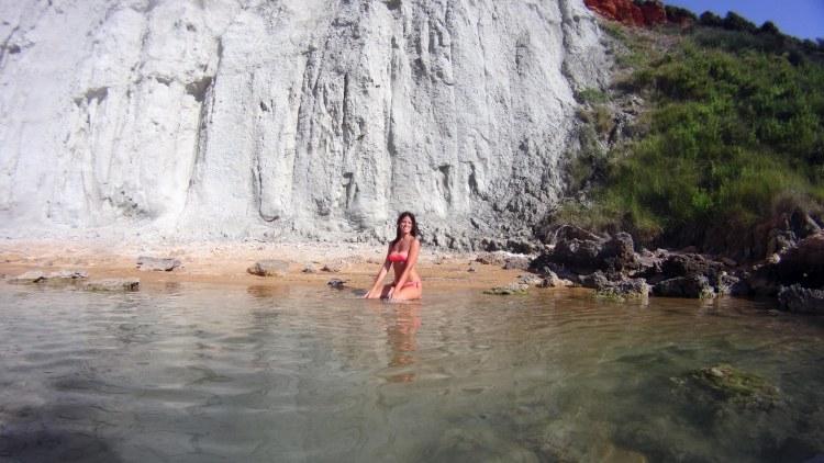 valentina approdata a nuoto alla caletta segreta di gerakas