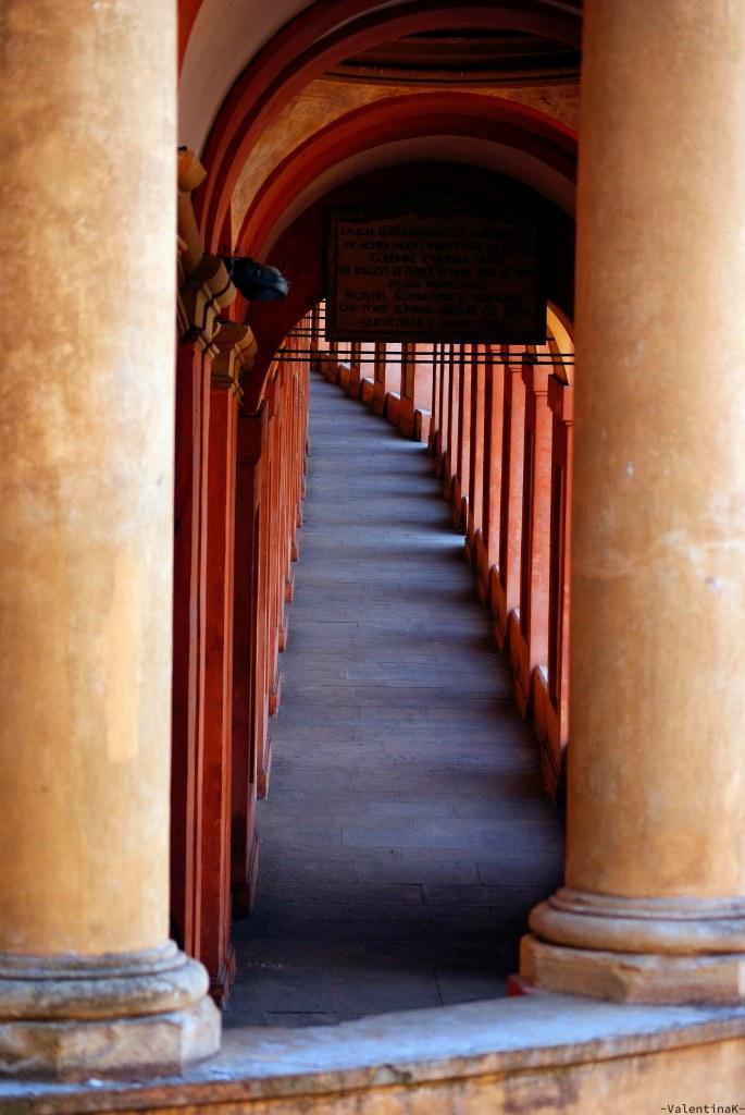 il portico in salita per arrivare al santuario di san luca